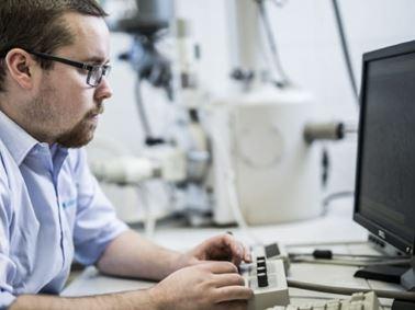 Scanning Electron Microscopy 640x480